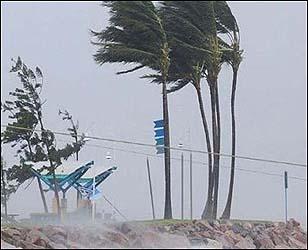 બાંગ્લાદેશમાં વાવાઝોડાના કારણે સાતના મોત:10 ઈજાગ્રસ્ત